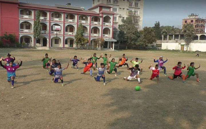 প্রতিবন্ধকতা কাটিয়ে এগিয়ে যাচ্ছে টাঙ্গাইলের নারী ফুটবলাররা