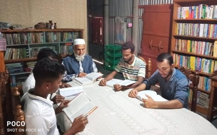 টাঙ্গাইলে নীরবে জ্ঞানের আলো ছড়াচ্ছে 'বাতিঘর আদর্শ পাঠাগার'