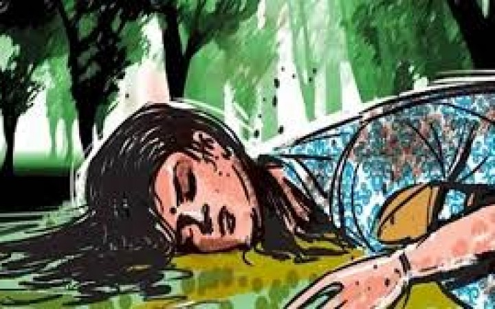 টাঙ্গাইলে প্রবাসীর স্ত্রী অনৈতিক অবস্থায় ধরা পড়ায় গ্রামছাড়া