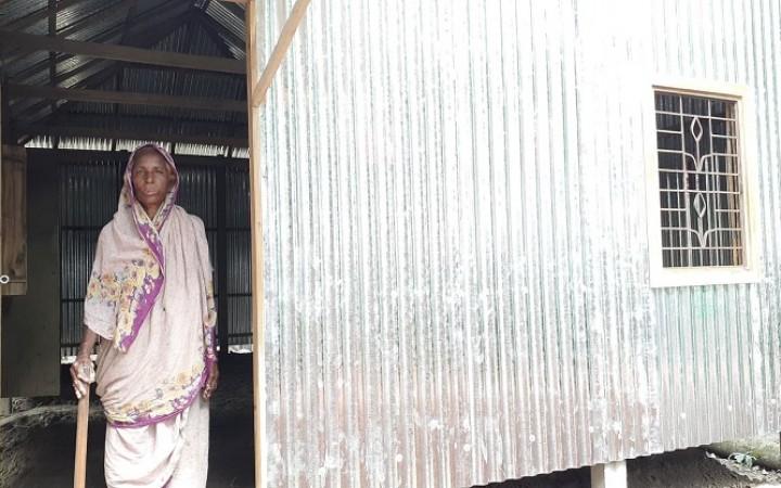 সংবাদ প্রকাশের সপ্তাহ না যেতেই দেলদুয়ারে বৃদ্ধার বাড়িতে নতুন ঘর