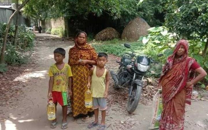 স্বল্পমুল্যে টিসিবির পণ্যে খুশি মির্জাপুরের গ্রামবাসী