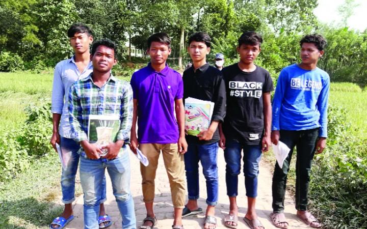 অনলাইন ক্লাস করতে পারছে না মধুপুরের দরিদ্র শিক্ষার্থীরা