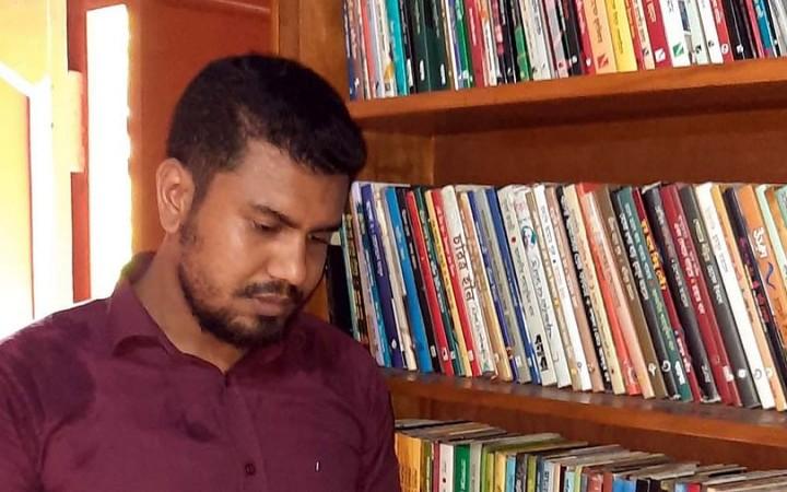 টাঙ্গাইলে পাঠাভ্যাস তৈরি করছে 'বাতিঘর'