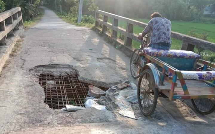 মির্জাপুরে ঝুঁকিপূর্ণ ব্রিজে চলছে যানবাহন