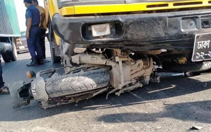 কালিহাতীতে ট্রাকচাপায় মোটরসাইকেলের দুই আরোহী নিহত