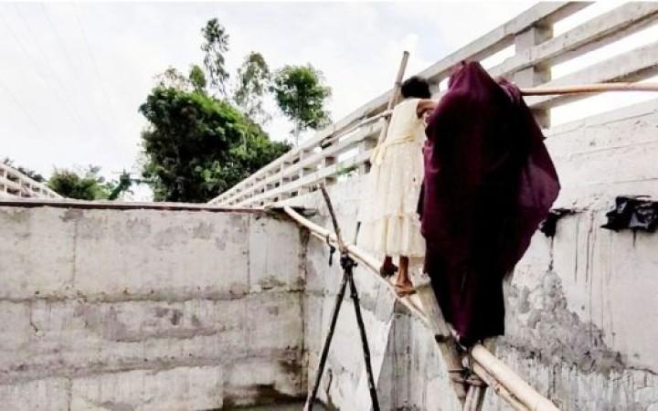 সংযোগ সড়ক না থাকায় নাগরপুরে কালভার্টে উঠতে সাঁকো